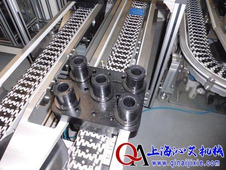 (1)洁净:汽车零部件定位柔性输送线整线由白色高强度工程塑料链板与